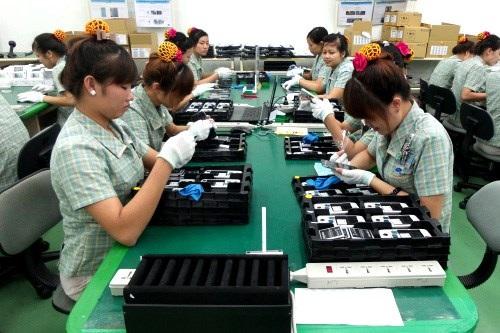 Công nhân đang làm việc tại nhà xưởng