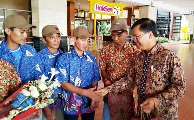 Indonesia trao trả 10 ngư dân Việt Nam về nước - 1