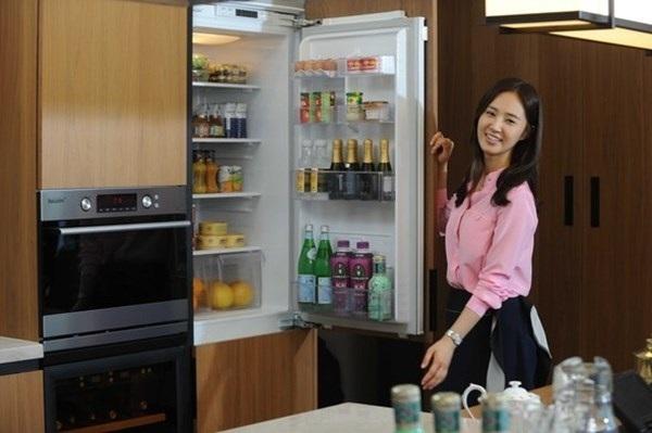 Không kê tủ lạnh gần các nguồn nhiệt như: Lò vi sóng, bếp ga,... (Ảnh minh họa)