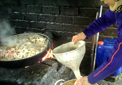 Những hình ảnh kinh dị về chế biến thực phẩm từ thịt ôi thối ở làng Bình Lương, xã Tân Quang, huyện Văn Lâm, tỉnh Hưng Yên