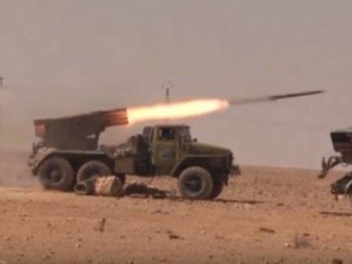 Quân đội Syria giao tranh với khủng bố IS tại Raqqa-Tabqa.