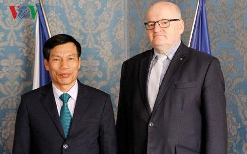 Bộ trưởng Văn hóa -Thể thao -Du Lịch Nguyễn Ngọc Thiện và Bộ trưởng Văn hóa Cộng hòa Séc Daniel Herman.