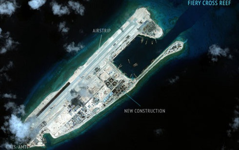 Đảo nhân tạo Trung Quốc xây dựng trái phép ở Đá Chữ Thập. (Ảnh: CSIS)
