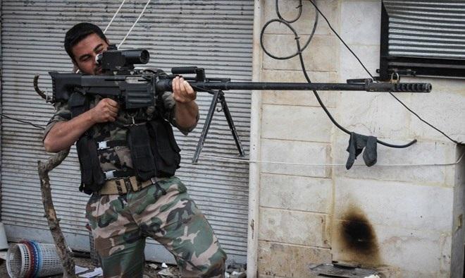 Một tay súng của lực lượng nổi dậy Syria. (Nguồn: timesofisrael.com)