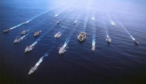 Đội hình hành quân của một hạm đội tàu sân bay Mỹ
