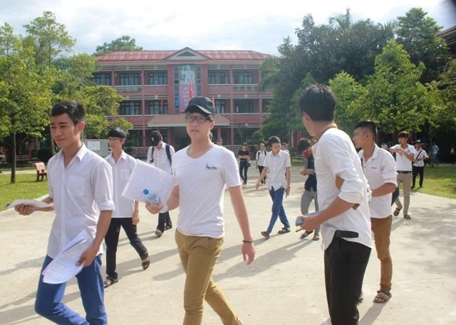 10 phút sau khi trống báo hiệu thu bài, thí sinh Quảng Trị rời phòng thi.