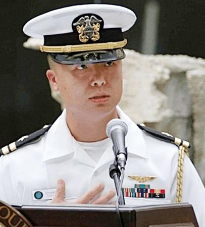 Thiếu tá Hải quân Edward C. Lin.