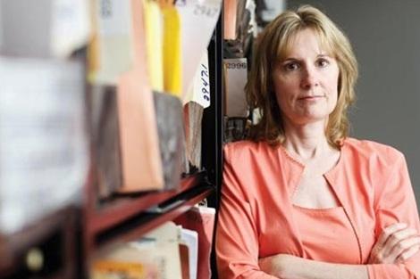 Anita Busch, nữ nhà báo giúp phanh phui việc làm ăn bẩn thỉu của Anthony Pellicano. ảnh: Newsweek.