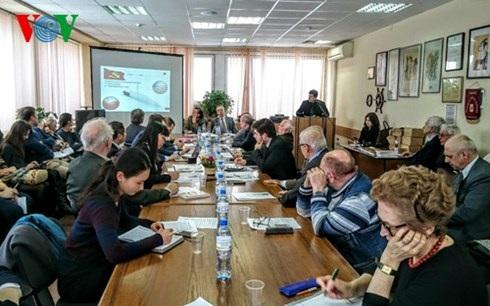 50 đại biểu là học giả, nhà nghiên cứu, sinh viên tham dự Hội thảo