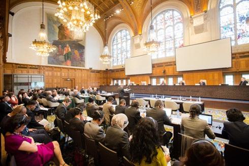 Quang cảnh phiên tranh tụng của Tòa trọng tài Phụ lục VII về vụ kiện của Philippines, tổ chức tại trụ sở PCA. Ảnh: Rappler.