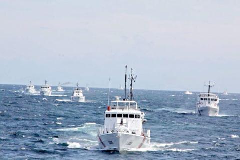 Các tàu của Tuần duyên Malaysia trong một đợt tuần tra trên Biển Đông - Ảnh: MMEA