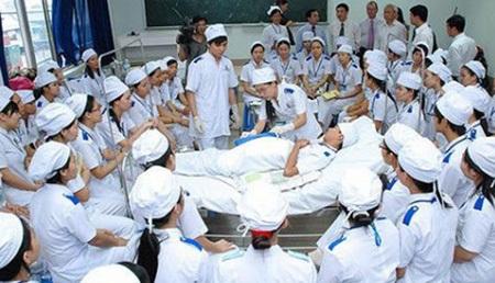 Sinh viên trường đại học Y dược Cần Thơ đang thực tập (ảnh minh họa)