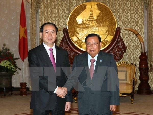 Chủ tịch nước Trần Đại Quang và Tổng Bí thư, Chủ tịch nước Lào Bounnhang Volachith tại lễ đón. (Ảnh: Nhan Sáng/TTXVN)