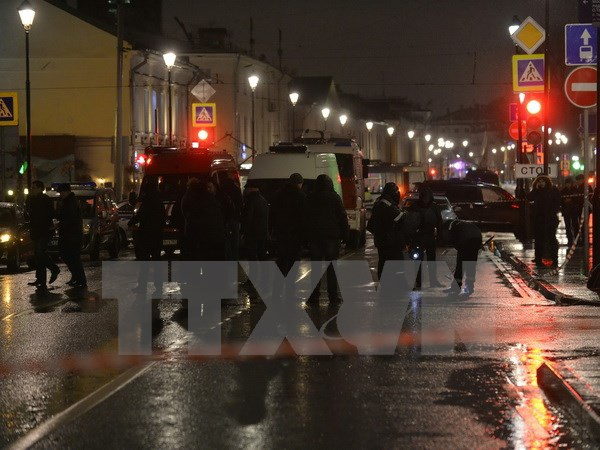 Cảnh sát Nga điều tra tại hiện trường vụ nổ. (Nguồn: AFP/TTXVN)