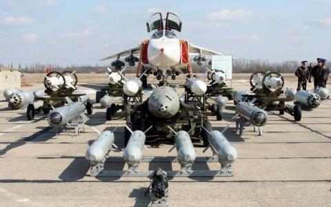 Su -24M2 cùng dàn vũ khí (nguồn http://www.airrecognition.com)