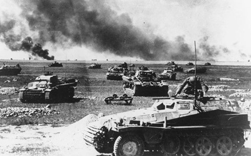 Xe thiết giáp Đức chuẩn bị cho một cuộc tiến công Liên Xô vào ngày 21/7/1941. Ảnh: AP.