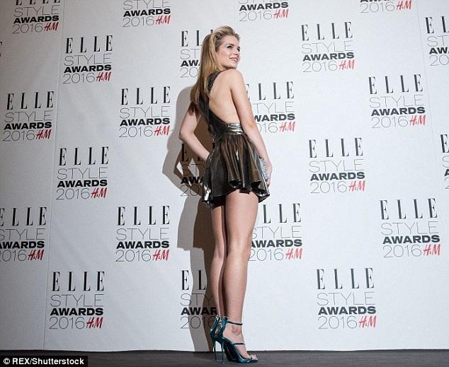 Tuần vừa qua, Lottie thu hút mọi ánh nhìn khi tham dự tuần lễ thời trang London tại Anh với tư cách khách VIP. Năm ngoái, cô tham gia trình diễn tại tuần lễ thời trang Paris ở Pháp.