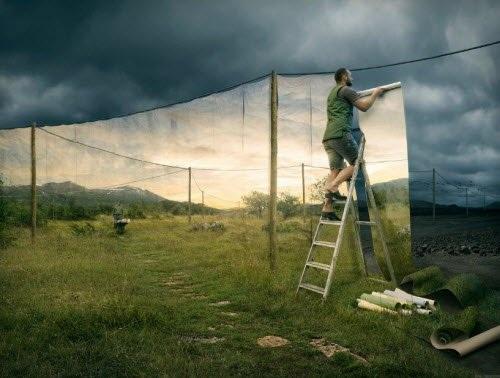 Nghệ sĩ Johansson cho biết anh sử dụng một quy trình ba bước để hoàn thành một bức ảnh ghép hoàn hảo.