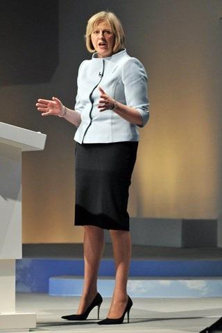 Thời trang đẹp mê mẩn của tân nữ Thủ tướng Anh - 10