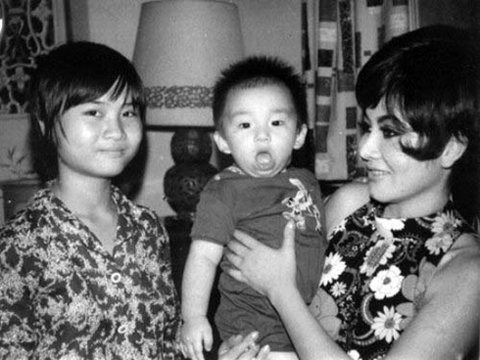 Thẩm Thúy Hằng có 1 con trong cuộc hôn nhân đầu và 4 người con trong cuộc hôn nhân thứ 2.