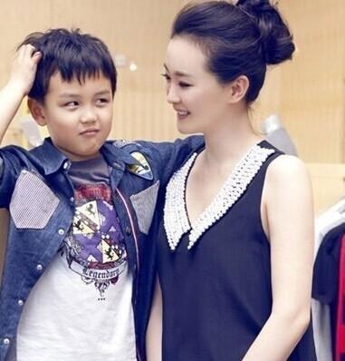 Cậu con trai của Vương Diễm khá lém lỉnh và đáng yêu.