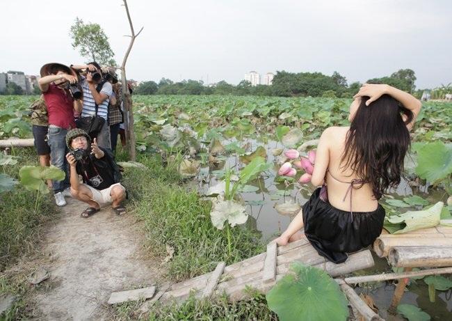 """Thiếu nữ Hà thành """"lăn lê bò toài"""" chụp ảnh cùng sen - 11"""