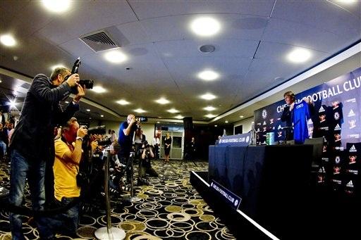 Buổi họp báo ra mắt của Conte nhận được sự quan tâm đông đảo các nhà báo, giới truyền thông ở xứ sương mù