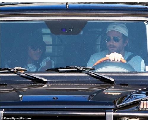 Cuối tuần trước, Bradley Cooper hò hẹn đi ăn trưa với siêu mẫu da màu Naomi Campbell tại một nhà hàng ở West Hollywood. Dù đi hai chiếc xe khác nhau tới điểm hẹn nhưng hai người lại ra về trên cùng một chiếc xe, khiến tin đồn Bradley có quan hệ tình cảm với Naomi bắt đầu xuất hiện. Tuy nhiên, theo nhận định của một số nhân chứng, buổi ăn trưa của Bradley và Naomi chỉ giống với một buổi gặp gỡ của những người bạn.