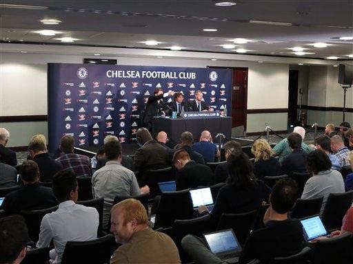 Đông đảo các nhà báo thuộc các cơ quan truyền thông Anh đã đến dự lễ họp báo ra mắt của Conte tại Stamford Bridge