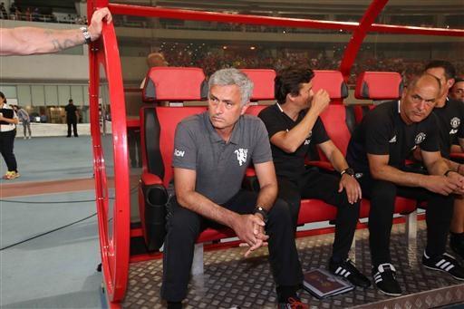 Mourinho khá điềm tĩnh trong khu vực kỹ thuật của MU
