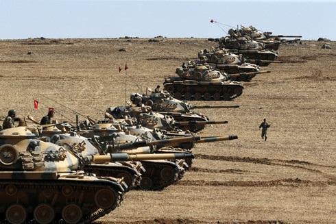 Xe tăng Thổ Nhĩ Kỳ tại khu vực biên giới Thổ Nhĩ Kỳ - Syria. Ảnh: Reuters