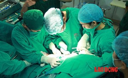 Chùm ảnh: Trăn trở của bác sĩ tương lai trong việc học với thi thể người - 12
