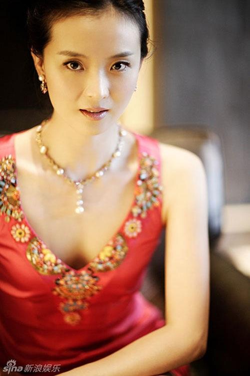 Vương Diễm từng thừa nhận, cô rất may mắn, không chỉ trong sự nghiệp mà cả trong việc lấy chồng. Cô tự hào nhắc đến ông xã như một người đàn ông chỉn chu, ân cần, thương yêu vợ con hết mức.