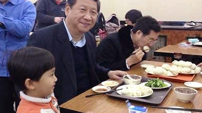Chủ tịch Trung Quốc ăn cơm bụi trong quán bình dân.