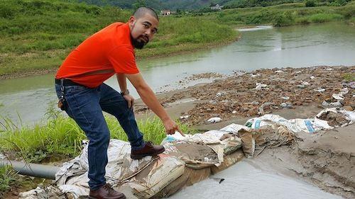 PV Dân trí có mặt tại khu vực xả thải ngay sát Quốc lộ 31, trên đường lên thị trấn An Châu, thủ phủ huyện Sơn Động.