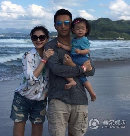Vợ chồng Từ Hy Viên và Uông Tiểu Phi cùng cô con gái nhỏ trong một chuyến du lịch năm 2015.