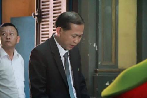 LS Lê Văn Nam đề nghị hoãn phiên toà vì lý do bà Trinh vắng mặt.