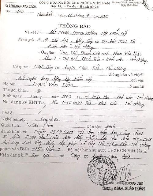 Thông báo bắt người khẩn cấp vì chỉ đạo đồng bọn cưỡng đoạt 5 triệu đồng được Thượng tá Mạc Xuân Hoàn ký đóng dấu khiến anh Phạm Văn Tình vướng vòng lao lý suốt 6 năm qua.
