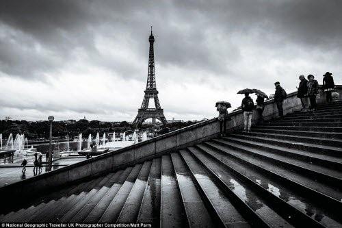 Bức ảnh đen trắng ấn tượng về tháp Eiffel ở Paris, Pháp. Ảnh: Matt Parry