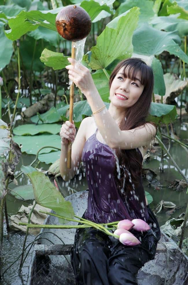 """Thiếu nữ Hà thành """"lăn lê bò toài"""" chụp ảnh cùng sen - 14"""