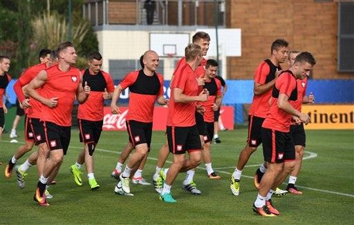 """Lewandowski, Milik """"rèn chân"""" chuẩn bị tiếp Bồ Đào Nha - 4"""