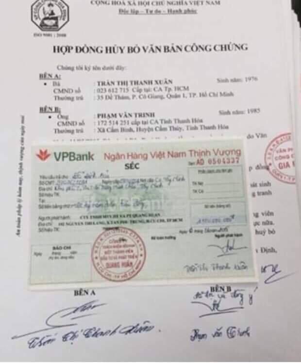 Chữ ký và chữ viết thật của Phạm Văn Trinh tại phòng công chứng trùng với chữ ký mang tên Giám đốc Trần Thị Thanh Xuân trong tờ séc