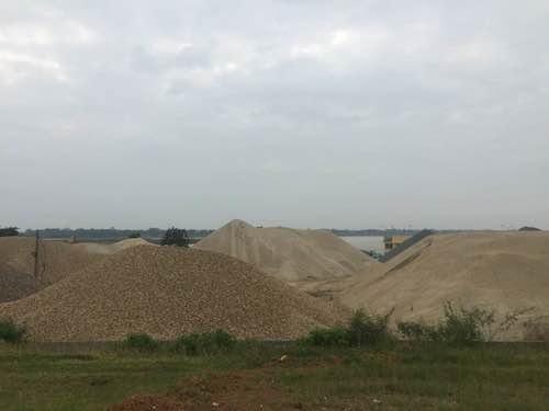 Tài nguyên cát bị cướp trắng trên sông, cơ quan chức năng nào sẽ phải chịu trách nhiệm?