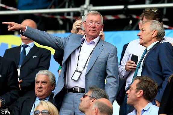 Alex Ferguson đến theo dõi trận đấu
