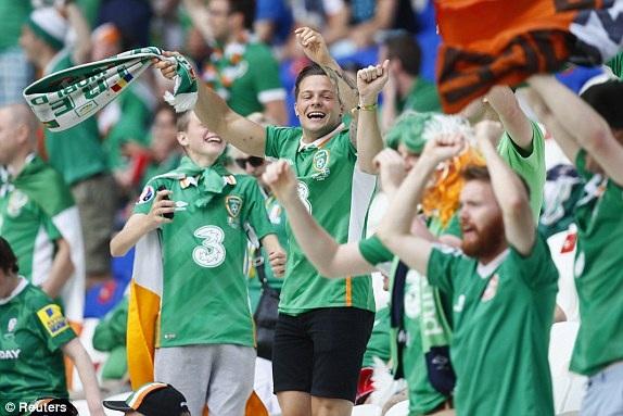 Rất đông cổ động viên Ireland đã có mặt ở sân Stade de Lyon