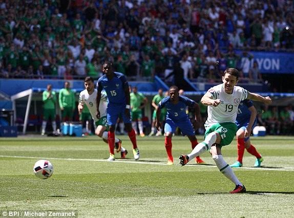Brady thực hiện thành công, Ireland dẫn Pháp 1-0 ở phút thứ 2
