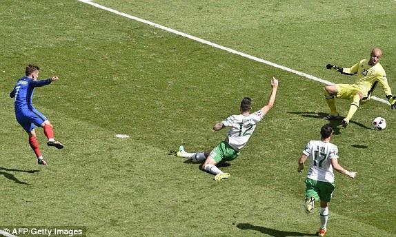 Griezmann nâng tỷ số lên 2-1 cho Pháp