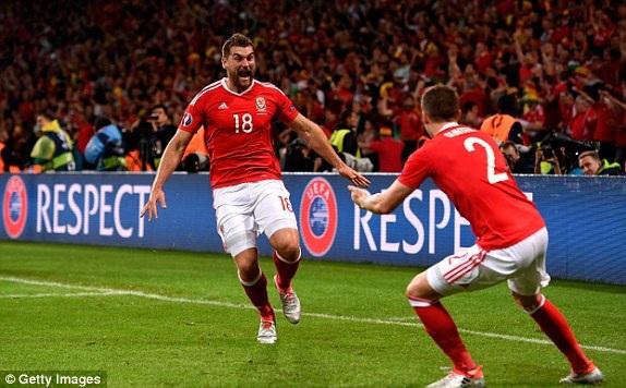 Niềm vui vô bờ bên của các cầu thủ Wales