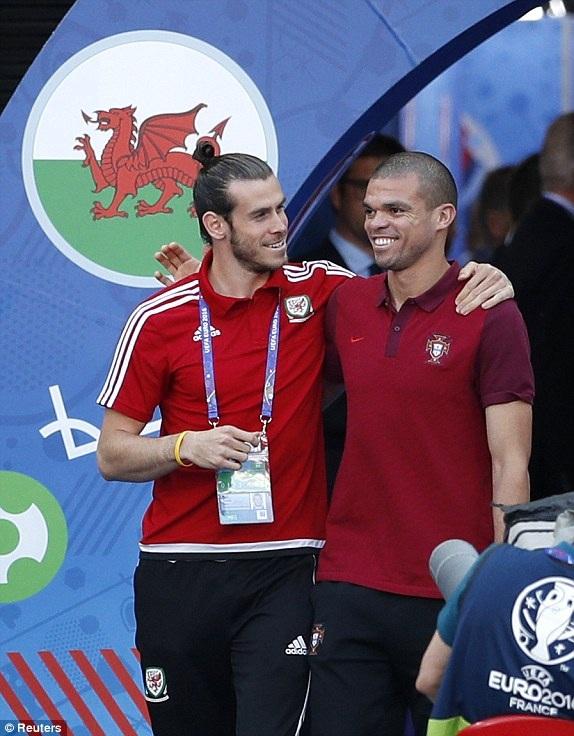 Hành động của Pepe và Bale trước khi trận đấu diễn ra