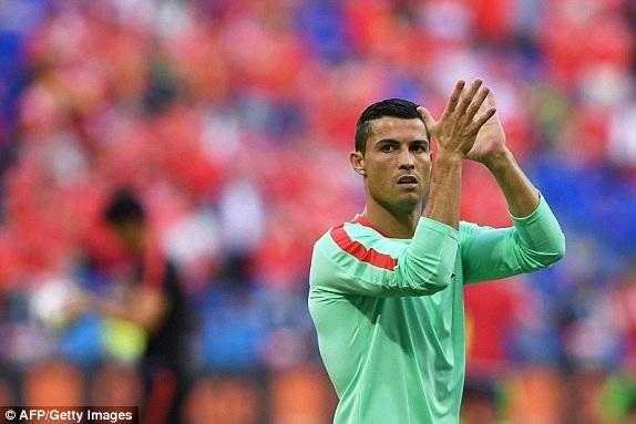 C.Ronaldo thu hút sự chú ý trên sân